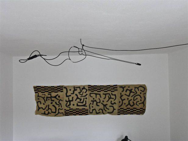 Heuerleuchter VI, 2011, 2-flammig, Rundeisen, Epoxid, 220 x 30cm