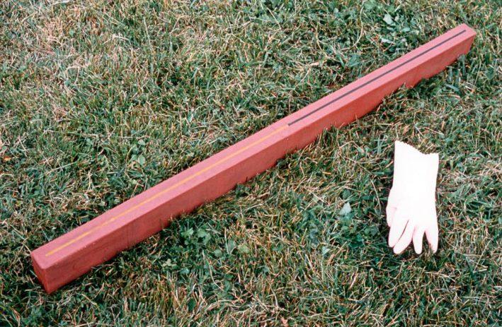 Wiener Batterie 1-39 1992, 125 x 4,5 x 8 cm, Sperrholz. Wachs, Autoplane