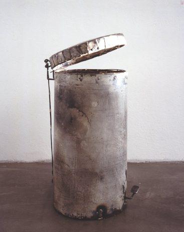 O.T. 1994, Lack auf Eisenblech, 30 x 30 x 60 cm