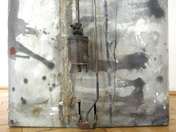 23% 2009, Detail, Öl, Lack auf Zinkblech, Aluminium, 40 x 55 x 91 cm